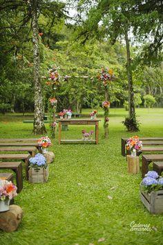 Casamentodedia_campo – 025 - Everything About WEDDiNG Wedding Ceremony Ideas, Wedding Bench, Wedding Aisle Outdoor, Ceremony Seating, Wedding Entrance, Wedding Altars, Garden Wedding, Rustic Wedding, Dream Wedding