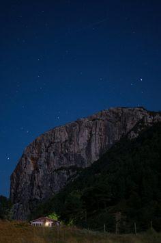 Ogoño de noche by Gabilon, via 500px