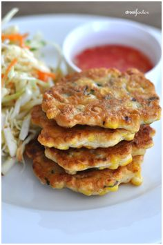 Spiced Sweet Corn Fritters with Sweet and Spicy Dipping Sauce - YUM Side Dish Recipes, Vegetable Recipes, Side Dishes, Corn Recipes, Recipies, Main Dishes, I Love Food, Good Food, Yummy Food