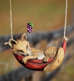 Daydreaming Animals Hanging Garden Sculpture sold at Plow & Hearth. I would buy this in a nanosecond but the shop doesn't deliver internationally. Fox Decor, Fox Art, Paperclay, Whittling, Wood Sculpture, Wood Carving, Beautiful Gardens, Dremel, Wood Crafts