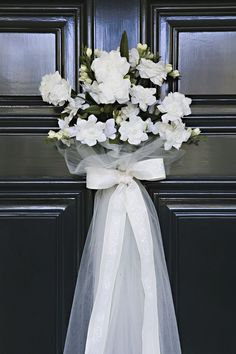 What a cute decorating idea for the door at a bridal shower