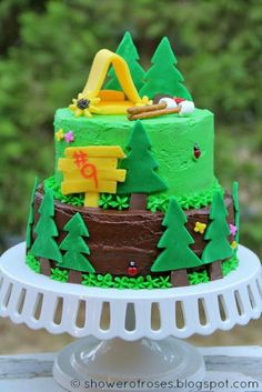 fondant trees & tent with mini marshmallows as s'mores