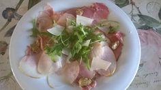 ** Maialino (prosciutto praga), pera sottilissima, rucola, scaglie grana e senape