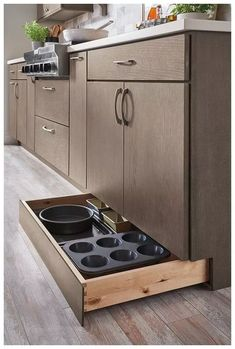Kitchen Storage Ideas - Best of All Time Kitchen Design Not all of us have extra space for storage all the kitchen stuff. But we have answer to this problem: clever DIY kitchen storage ideas for good organisation . Kitchen Cabinets, Kitchen Remodel, Modern Kitchen, Kitchen Pantry Cabinets, Kitchen Remodel Small, Tidy Kitchen, Diy Kitchen, Kitchen Renovation, Kitchen Design