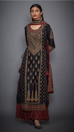 Kangana Ranaut in a Black& Burgundy Embroidered Suit Set @ ri.ritukumar Buy Indian Designer Black& Burgundy Embroidered Suit Set Online Best Picture For clothes for women classy Fo Pakistani Dress Design, Pakistani Dresses, Indian Dresses, Indian Outfits, Tokyo Fashion, New York Fashion, Lehenga Designs, Indian Attire, Indian Wear