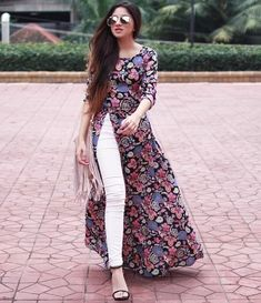 Latest Ladies Medium Shirts Designs & Styles Collection consists of casual, formal, party wear and wedding wear medium size shirts trends Long Kurta Designs, Printed Kurti Designs, Simple Kurti Designs, Kurti Neck Designs, Kurta Designs Women, Kurti Designs Party Wear, Indian Gowns Dresses, Indian Fashion Dresses, Dress Indian Style