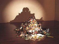 Тени людей из мусора.