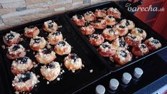 Moravské koláče (fotorecept) - recept | Varecha.sk Griddle Pan, Muffin, Breakfast, Food, Basket, Morning Coffee, Grill Pan, Essen, Muffins
