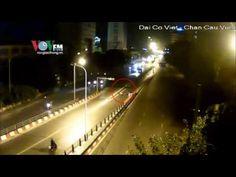 Tông thẳng cột biển báo và dải phân cách với tốc độ bàn thờ   Thank God, You're Here! VTV3 Viet Nam