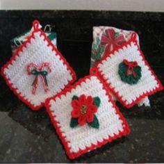 Christmas Decoration Potholders  ~  {Crochet}
