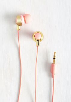 School onlookers in stylish jamming each time you sport these soft pink earbuds out 'n' about. Customizable with three sizes of comfortable ear tips, designed with an ergonomic fit, and boasting solid bass to their sound, these gold-touched headphones are bebopin' blissful!