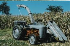 Pictures of mounted Corn Picker Fo... - Yesterday's Tractors