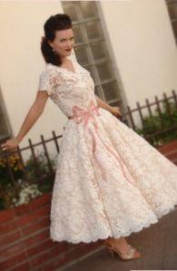 Google Afbeeldingen resultaat voor http://eindeloosevents.files.wordpress.com/2012/02/vintage-wedding-dress.jpg%3Fw%3D195%26h%3D300