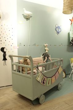 Baby nursery. Chambre d'enfants. Kinderkamer. Kids room. Mandorla Palace une petite boutique pour les enfants, Rue François Miron, Paris, France.