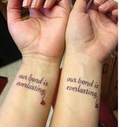 Mother daughter tattoos are extremely popular. Here are some tattoo ideas for matching tattoos moms and daughters can get done to celebrate their love, as well as classic mom tattoos for daughters and sons to dedicate to their moms on Mother's Day. Bff Tattoos, Twin Tattoos, Bestie Tattoo, Sibling Tattoos, Tattoo For Son, Tatuajes Tattoos, Family Tattoos, Trendy Tattoos, Love Tattoos