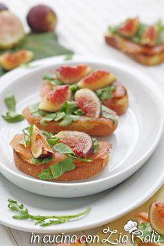 Tartine al salmone fichi e zenzero - In cucina con Zia Ralù Friends Recipe, Zia, Mamma, Fett, Italian Recipes, Favorite Recipes, Group, Vegetables, Board