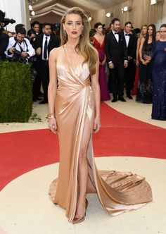 Amber Heard Pumps - Amber Heard complemented her gown with gold Jimmy Choo pumps. Amber Heard was an Old Hollywood beauty in a champagne silk wrap gown by Ralph Lauren at the Met Gala. Red Carpet Dresses, Satin Dresses, Nice Dresses, Prom Dresses, Silk Dress, Evening Dresses, Wrap Dress, Amber Heard, Emily Ratajkowski