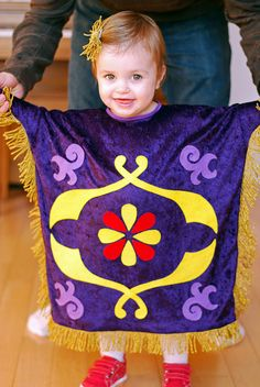 The Happy Plum: Family Aladdin Costume Part 2 - Toddler Magic Carpet Costume - Mayla Aladdin Halloween, Mickey Halloween, Halloween Fun, Couple Halloween, Aladdin Birthday Party, Aladdin Party, Aladdin Musical, Disney Family Costumes, Family Halloween Costumes