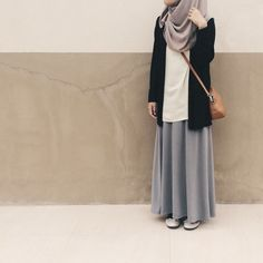 Minimalism ig: – Best Of Likes Share Hijab Casual, Hijab Chic, Ootd Hijab, Casual Dress Outfits, Street Hijab Fashion, Muslim Fashion, Modest Fashion, Skirt Fashion, Fashion Outfits