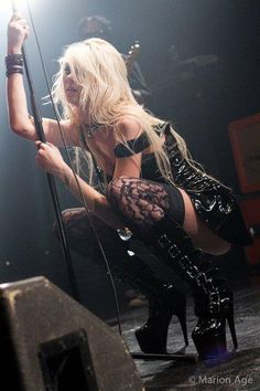 Shared by sillylittlekitten. Find images and videos about sexy, Taylor Momsen and the pretty reckless on We Heart It - the app to get lost in what you love. Pretty Reckless, Rocker Girl, Rocker Chick, Gossip Girl, Style Punk Rock, Taylor Michel Momsen, Taylor Momsen Style, Women Of Rock, Estilo Rock