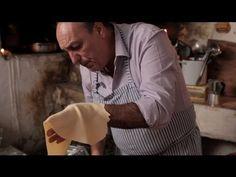 Jamie Oliver's mate Gennaro Contaldo shows how to make taglierini pasta. A traditional Italian pasta recipe that is simple to make at home. Tagliatelle Pasta, Linguine, Penne Pasta, Chicken Pasta, Jamie Oliver, Gennaro Contaldo, Macaroni Cheese, Rigatoni, Pasta Bake