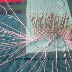 cierre en onda (108 fotos) Needle Lace, Bobbin Lace, Irish Crochet, Crochet Lace, Romanian Lace, Plastic Canvas Stitches, Lacemaking, Thread Art, Linens And Lace