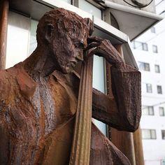 #rust #bronzestatue #bronze #iron #steel #snapshot #snap #street #contrabass #銅像 #鉄 #錆 #スナップ #ストリート #コントラバス #ウッドベース #35mmf2 #photographer #photographers #osaka #japan