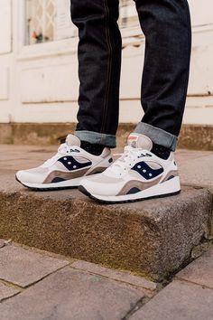 C'est un fait, aujourd'hui le monde de la sneaker est dominé par seulement une poignée d'équipementiers. Et pourtant, inutile de préciser que ces marques emblématiques ne sont pas les seuls précurseurs dans l'univers de la basket. Créée en 1898, Saucony est l'une des plus anciennes marques de sport toujours existante.    #sneakers #sneakerhead #saucony #shadow #shadow6000 #men #fashion #mode #blog #lifestyle #running #commeuncamion