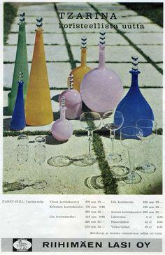 Nanny Still muotoili Tzarina -sarjan Riihimäen Lasille 1963 – 1964. Sarjan esineet ovat hyvin haluttuja keräilykohteita. Kuvassa näkyviä v... Lassi, Glass Design, Retro, Be Still, Decorative Bells, Home Accessories, Scandinavian, Nostalgia, Product Design