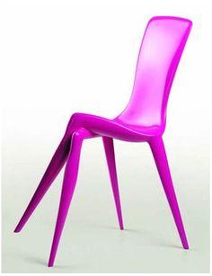 Futuristic Furniture, Pink Chair, violet, purple, strange, unique, modern / Incoerência / As pernas dianteiras da cadeira encontrasse cruzadas.