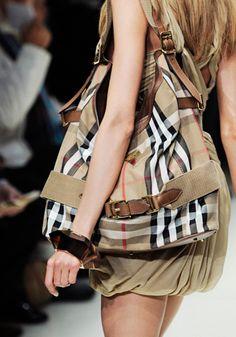 Best Women's Handbags & Bags : Burberry Fashion Show & more details Plaid Fashion, High Fashion, Fashion Outfits, Womens Fashion, Fashion Clothes, Fashion Bags, Burberry Handbags, Chanel Handbags, Burberry Bags