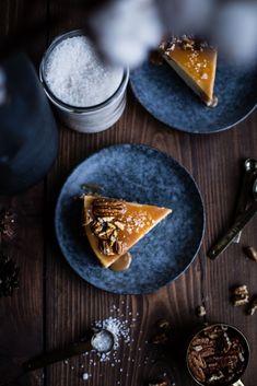 Banánový cheesecake so slaným karamelom - The Story of a Cake Key Food, Winter Wonderland, Food Photography, Bakery, Cheesecake, Sweets, Magic, Drink, Kitchen