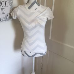 🦎5 for $25🦎A and F faded moose top 🎀A and F moose shirt  🎀White with faded brown moose 🎀Size small 🎀Gently used 🎀Please ask for additional pictures, measurements, or ask questions before purchase 🎀No trades or other apps. 🎀Ships next business day, unless otherwise noted in my closet 🎀Reasonable offers accepted  🎀Five star rating 🎀Bundle for discount Abercrombie & Fitch Tops Tees - Short Sleeve