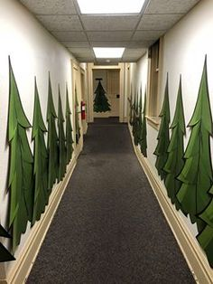 Thanks to Amanda C Shaffer and VBS team with Otterbein UMC in Greensburg PA for this super scene! Love this hallway! Office Christmas Decorations, School Decorations, Holiday Decor, Just Kids, Polar Express Party, Ward Christmas Party, Sunday School Rooms, Vbs Themes, Mountain Decor