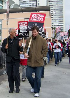 Nathan Fillion showing support for WGA strike.