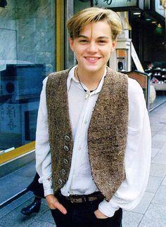 Leo wearing an old man vest. Beautiful Boys, Pretty Boys, Leo Decaprio, Leonardo Dicapro, Jack Dawson, Young Leonardo Dicaprio, Hollywood Actor, Handsome Boys, Cute Guys