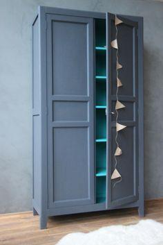 Diy customiser une commode avec du papier peint for Peindre une armoire