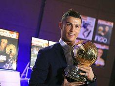 Ronaldo đoạt Quả bóng vàng 2016: Tột đỉnh vinh quang cho người giỏi nhất!