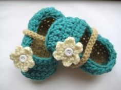 Crochet Mary Janes with flower.  Wouldn't this be a cute baby gift?  I think I will make some.