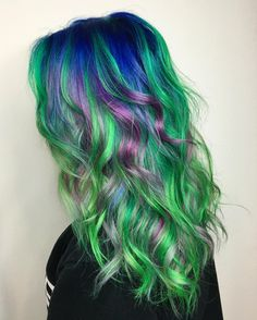 today i decided it was time to visit my babe @vividartistichairdesign and get back on team mermaid  #greenhair #bluehair #mermaidhair #dollswithdye by darthlux