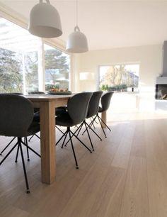 Moderne eettafel met stoelen   eetkamer design   dining room ...