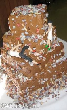 Cake Wrecks - 7 Wedding Wrecks That Make Me Glad I'm AlreadyMarried- I don't know what the groom's supposed to be doing but whatever it is I'm pretty sure he's doing it wrong. Are they supposed to be rock climbing? Wedding Fail, Before Wedding, Wedding Humor, Camo Wedding, Wedding Ideas, Funny Wedding Cakes, Wedding Cake Rustic, Rock Climbing Cake, Cakes Gone Wrong