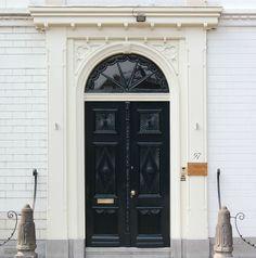 Voordeuren met stoeppalen Louis XVI