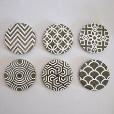 Conjunto de 6 Posavasos de cemento hechos a mano con decoración Art Deco en Blanco