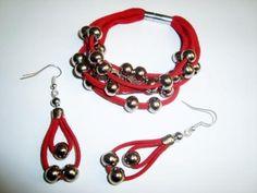 Conjunto antelina roja y bolas plateadas