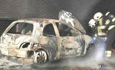 Auto in de brand aan de Houtwerf