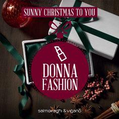 La DONNA FASHION 💄 Anche se si è appena svegliata, è già perfetta. Nella vita crede in due cose: sé stessa e la moda. Avevi pensato di regalarle una borsa, ma ricordi di averlo già fatto. Scopri gli occhiali che fanno per lei > http://guardiamooltre.salmoiraghievigano.it/sunny-xmas #salmoiraghievigano #shopping #Natale #Christmas #Xmas #Xmasshopping #occhiali #occhialidasole #sunnyxmas