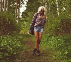 Slightly oversized plaid shirt, highwaist vintage ripped jean shorts, short boots