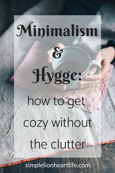 Minimalism and Hygge: how to get cozy without the clutter. Not only do minimalism and Hygge fit together, they compliment each other in many ways! Read more for my simple tips to embrace both minimalism and Hygge in your home and life. Learn how you can g Konmari, Minimalist Lifestyle, Minimalist Decor, Casa Hygge, Minimalism Living, What Is Hygge, How To Hygge, Hygge Life, Up Book