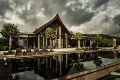 Villa Sawarin: A Perfect Symbiosis of a Contemporary and Thai Style Villa | http://www.designrulz.com/design/2015/02/villa-sawarin-perfect-symbiosis-contemporary-thai-style-villa/